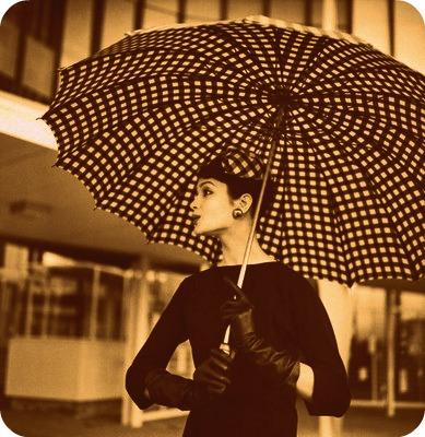 Lepeze,kisobrani ...modni detalji kroz istoriju!!! - Page 3 Umbrella1